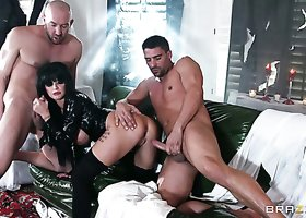 Splendid and exciting threesome scene with busty vampire chick Joslyn James