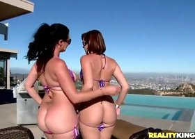 Hot threesome featuring Ava Rose and her friends