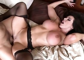 Dirty cheating MILF is getting tons of pleasure