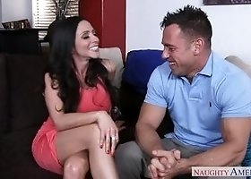 Sugar dusky Ariella Ferrera is making an amazing BJ