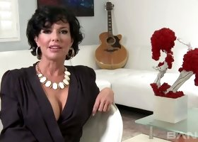 Hot like hell busty MILF Veronica Avluv came to performs fancy fellatio to horny guitar player