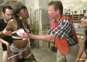 Chocolate nympho Ana Foxxx knows how to deepthroat