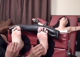 Nicole Oring Toetied Tickle